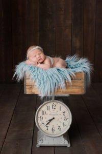 צילום ניובורן לתינוקת על משקל עתיק