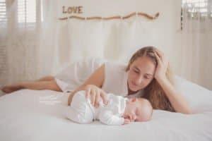 צילום ניובורן לתינוק בן שבוע בתאורה טבעית