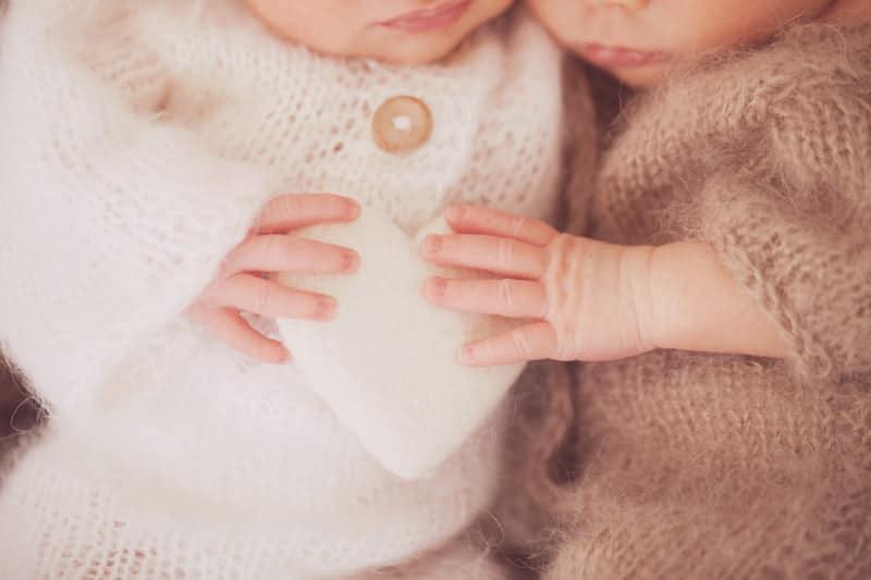 תאומים בני שבוע בצילוום ניו בורן