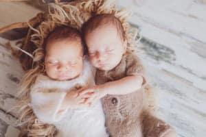 תאומים בצילומי ניובורן בבית