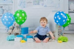 צילומי יום הולדת עם מתנות ובלונים