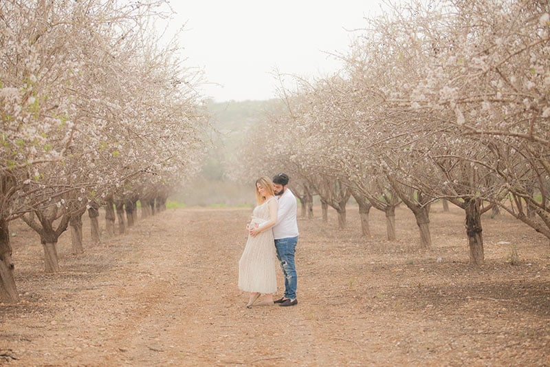 צילום הריון בטבע לאורטל עם בן הזוג