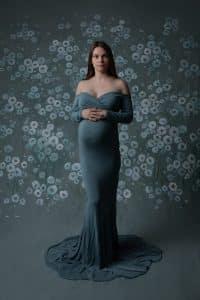 צילום הריון במרכז עם שמלה בצבע מנטה
