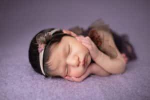 צילום ניובורן לתינוקת שרק נולדה